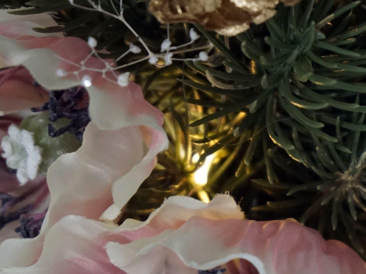 クリスマス アーティフィシャルツリーとスワッグのイルミネーション